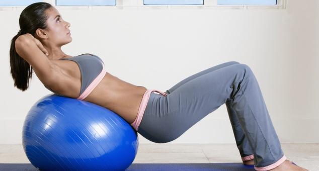 50 упражнений с фитболом для похудения