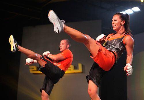 Body Combat – жиросжигающая кардио-тренировка на основе боевых искусств