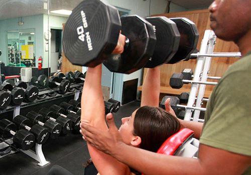 Самостоятельные тренировки или занятия с персональным тренером: