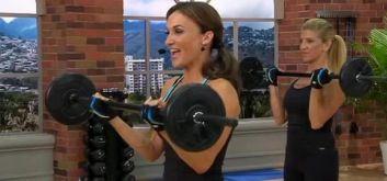 Силовая тренировка от Кейт Фридрих со штангой и эластичной лентой