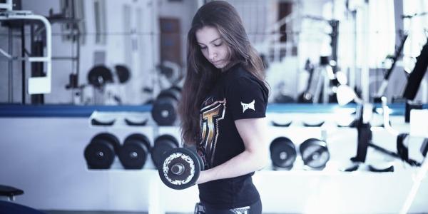 Тренировка бицепса для девушек