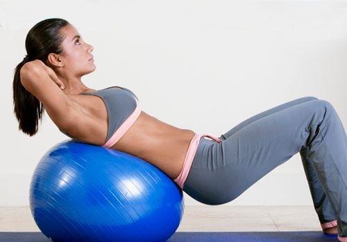 Фитбол для похудения: эффективность, особенности, упражнения