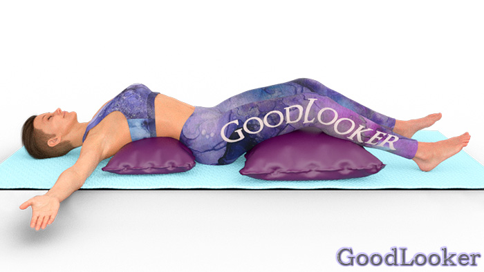 Поза лежа на подушках