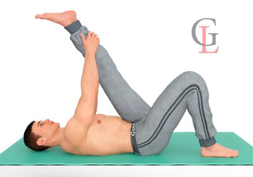 Топ-40 несложных упражнений на растяжку для мужчин (стоя и лежа)
